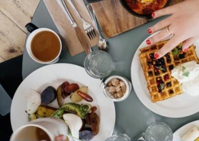"""Über den Tellerrand goes feldfünf – """"50 Plates of Breakfast"""""""